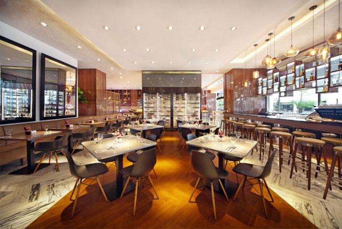 Nhà hàng tươi sáng và rộng rãi bởi Designphase DBA khái niệm nhà hàng trang trí nội thất
