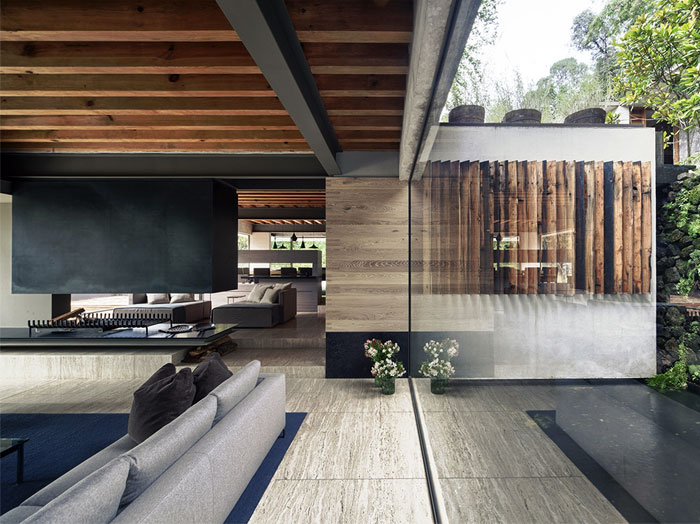 Raw concrete house in mexico by chk arquitectura for Half concrete half wood house design
