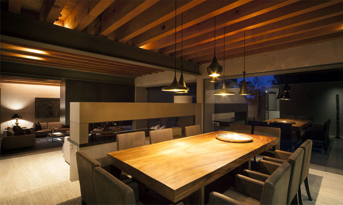 dining-area-cozy-modern-warm-earthly-colors