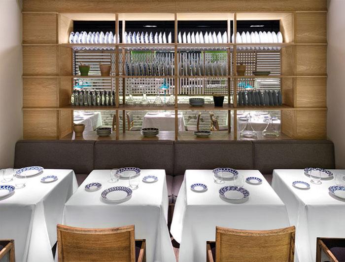 Nhà hàng ấm cúng với thiết kế đương đại lớn Playful món ăn drainer gỗ