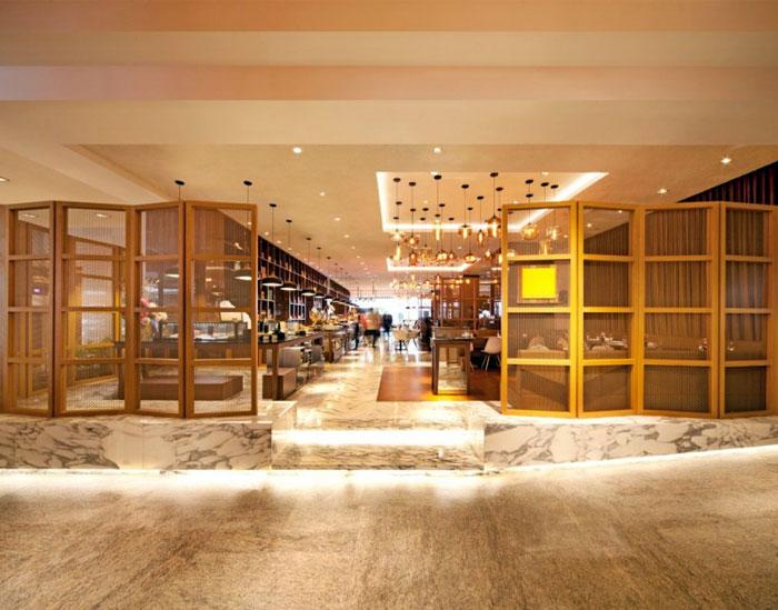 Nhà hàng tươi sáng và rộng rãi bởi Designphase DBA gốc nhà hàng tách trang trí nội thất