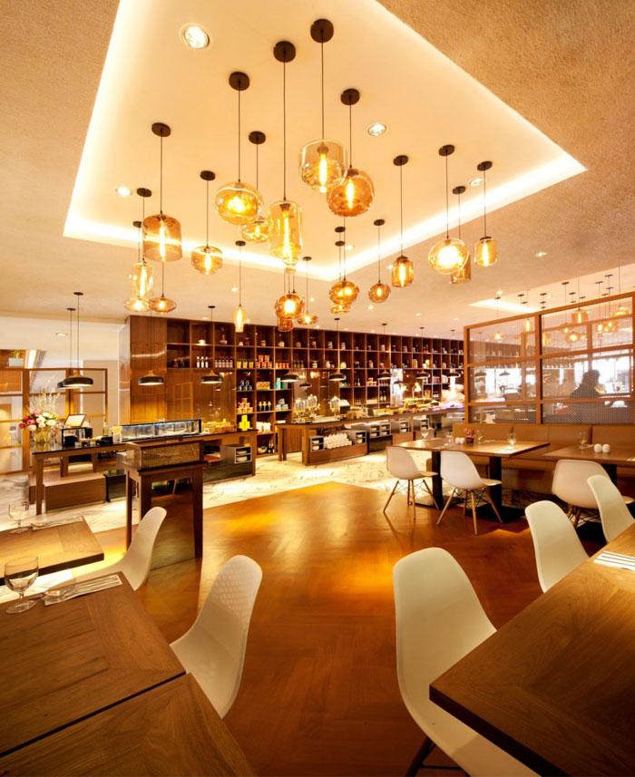 Nhà hàng tươi sáng và rộng rãi bởi nhà hàng DBA Designphase thiết kế nội thất