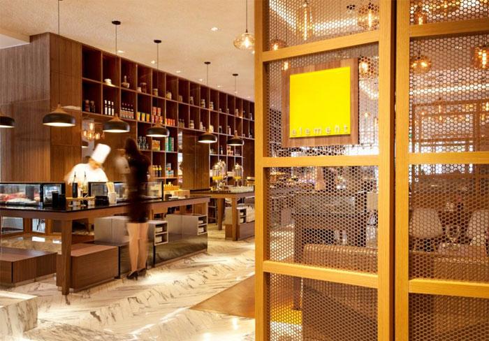 Nhà hàng tươi sáng và rộng rãi bởi Designphase DBA singapore khách sạn Amara