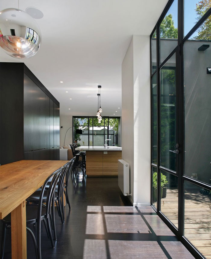 spacious-windows-bring-light