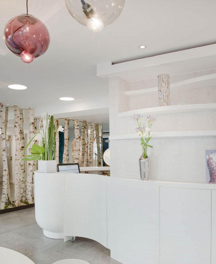trendy-hotel-loby-white-interior-decor