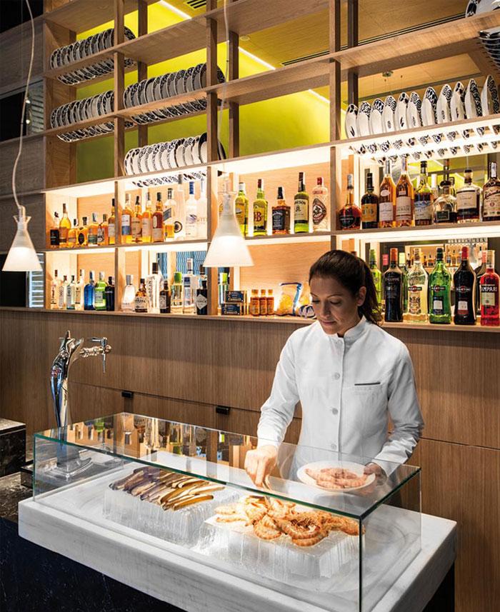33 Modern Style Cozy Wooden Kitchen Design Ideas: Cozy Restaurant With Playful Contemporary Design