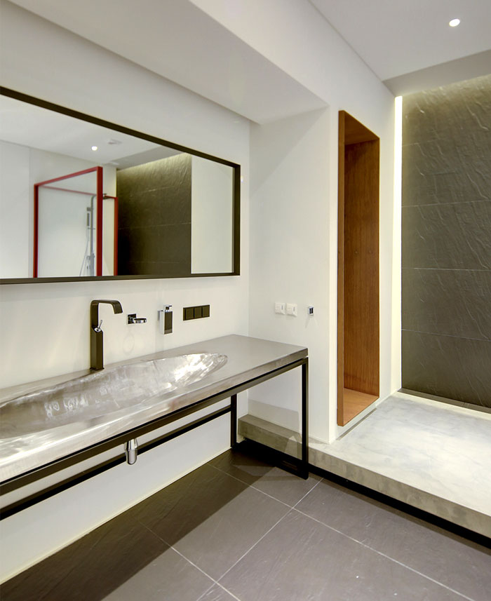 16th-apartment-clean-contemporary-style-bathroom
