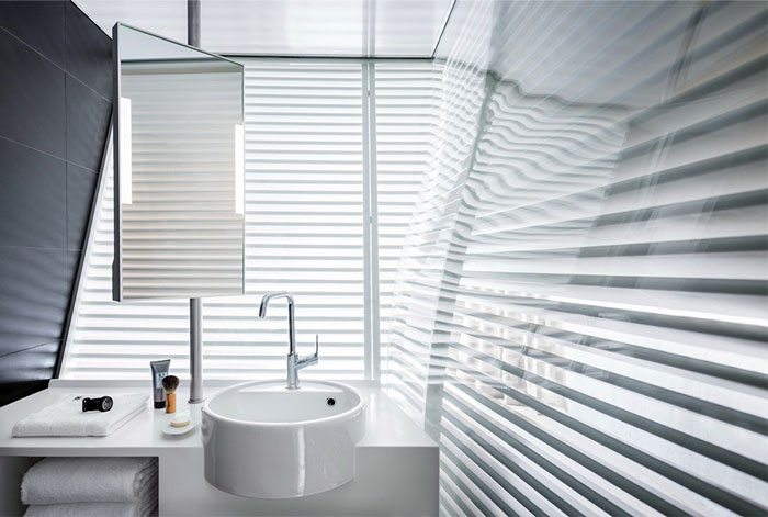 bathroom-white-wall-decor