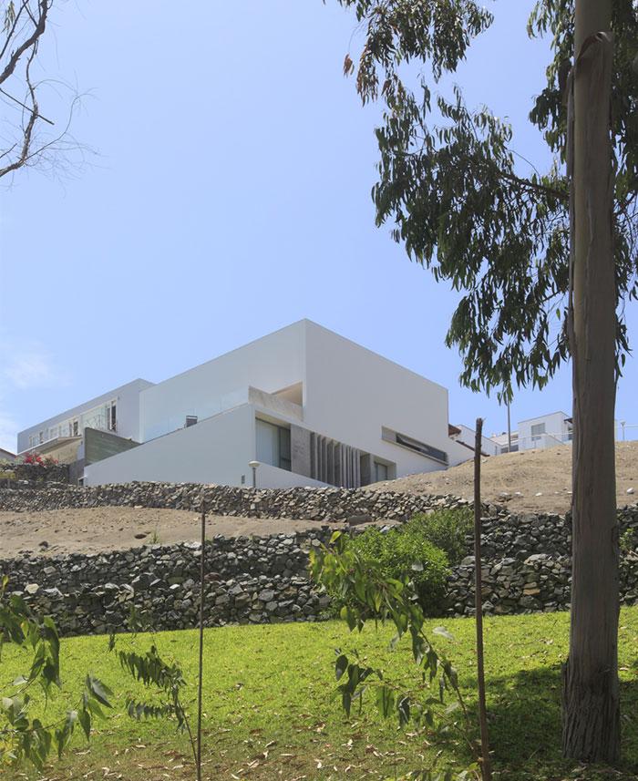 dazzling-simplicity-house-located-peru