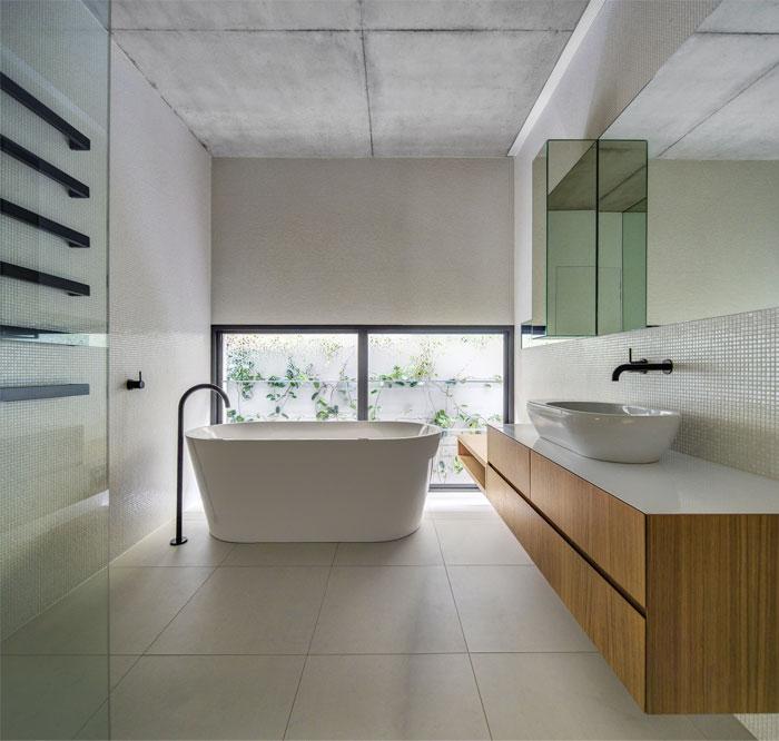 family-home-bathroom