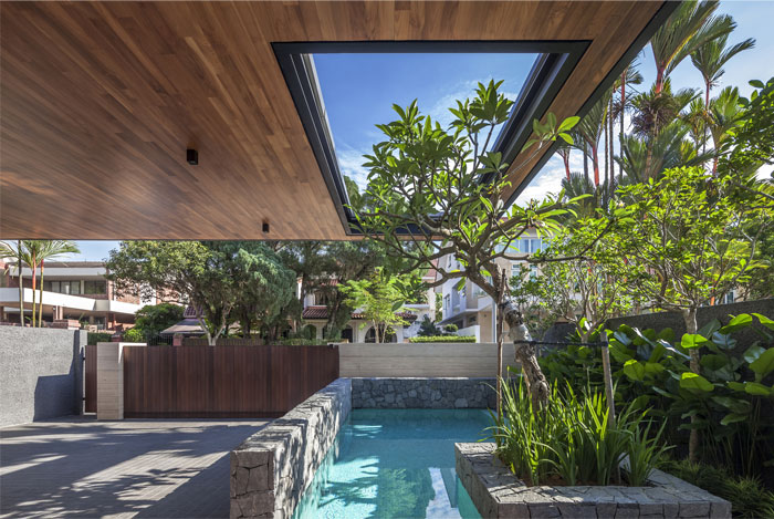 Singapore house with sunny roof terrace interiorzine for Semi d house garden design