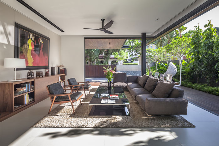 Singapore house with sunny roof terrace interiorzine