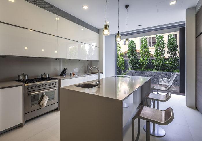 white-decor-kitchen