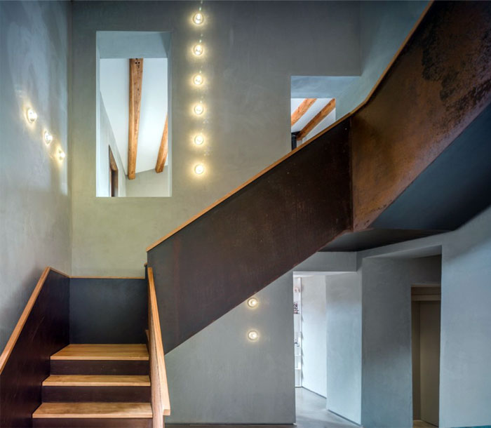 amazing-stone-house-staircase