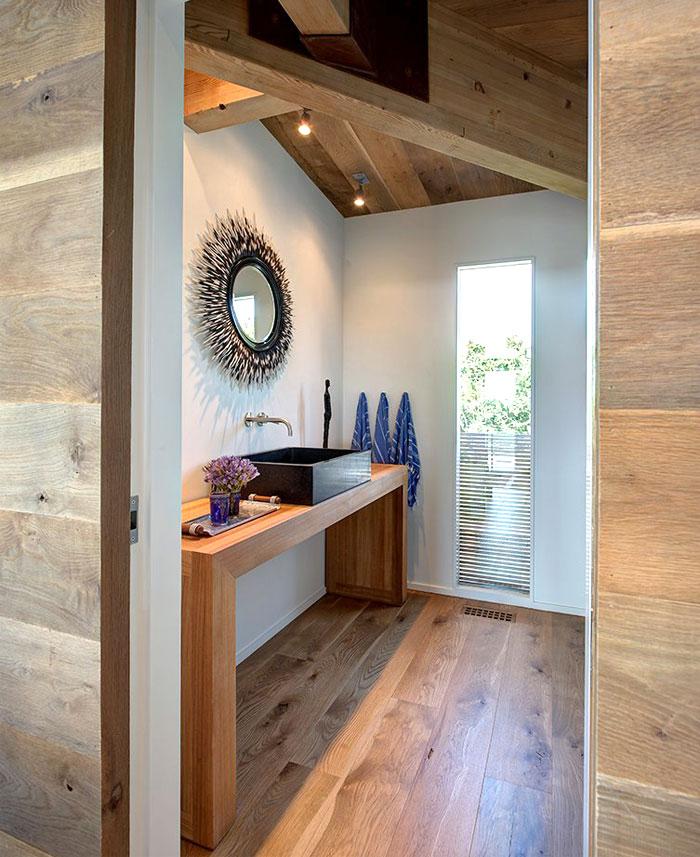 bathroom-decor-natural-shape-texture-oak-floor