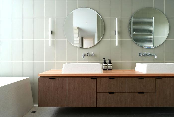 brick-house-bathroom-interior