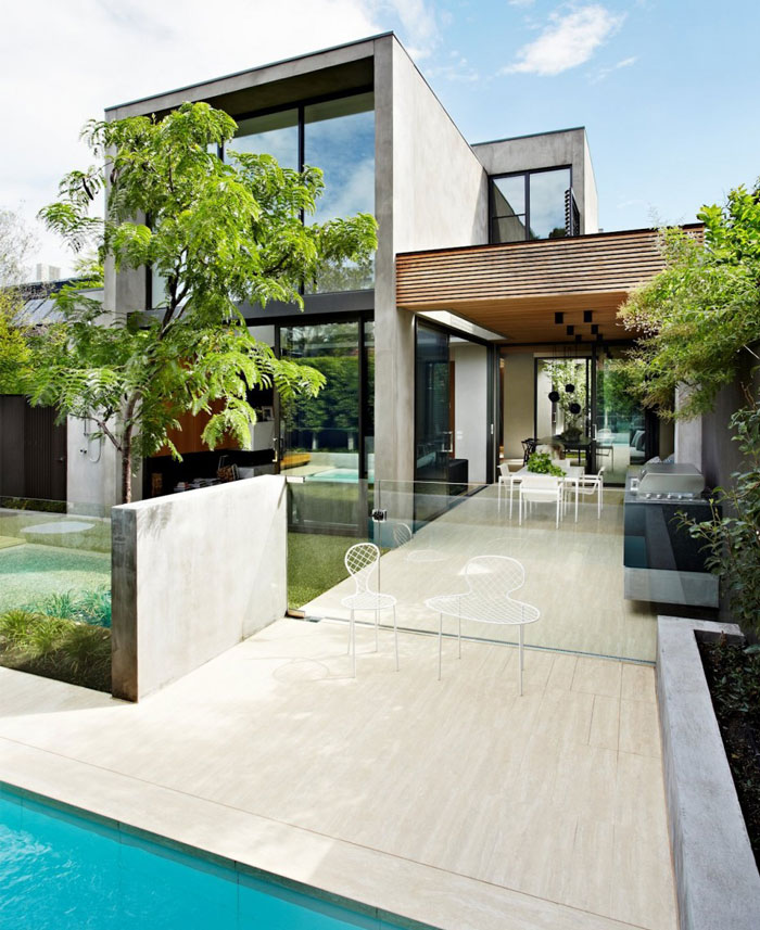 bright-atmosphere-house-pool-area