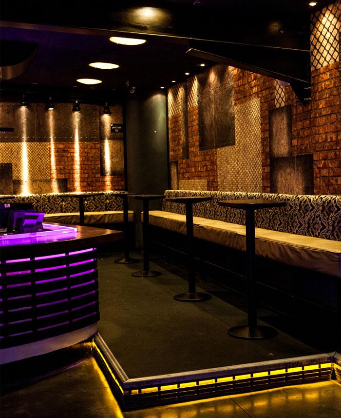club-bar-totally-dark-space-lighting-fixtures