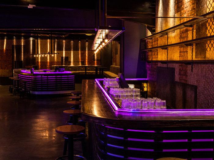 club-totally-dark-bar-space