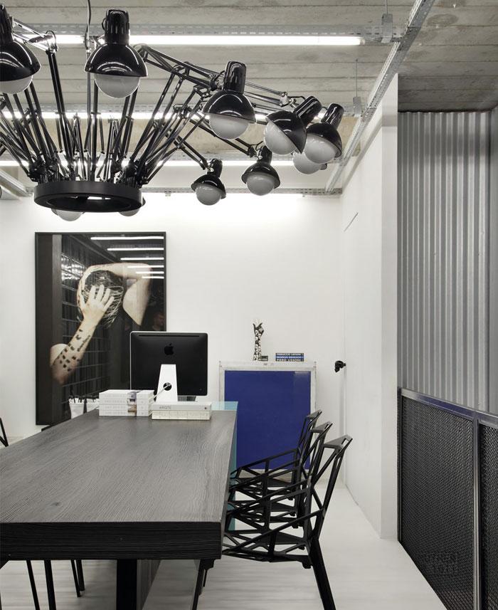 Làm việc chức năng và đương đại Nơi Studio Guilherme Torres nơi làm việc hiện đại ánh sáng đen