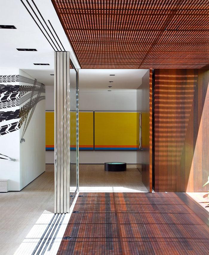 house-walls-exhibit-surfaces-contemporary-art