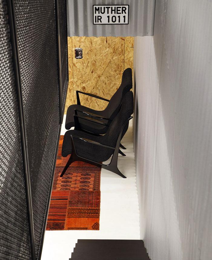 Làm việc chức năng và hiện đại Địa điểm văn phòng Studio Guilherme Torres cửa chớp nhôm đen