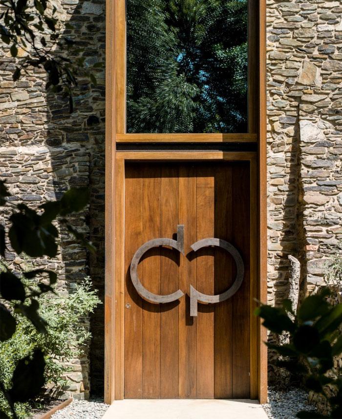 restoring-amazing-stone-house