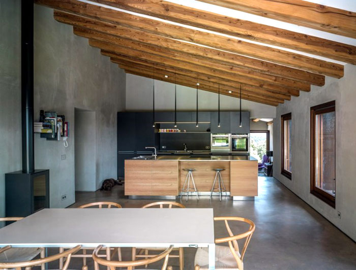 solid-wood-structures-dining-area