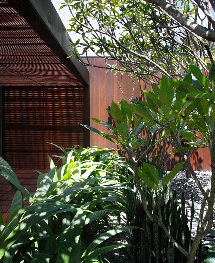 surrounding-gardens