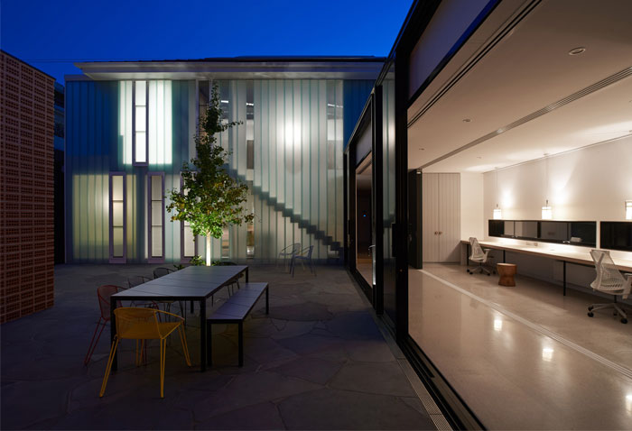 two-outdoor-spaces-under-one-roof