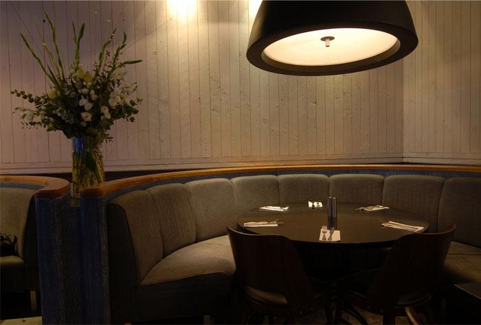 vintage-style-seafood-restaurant-interior