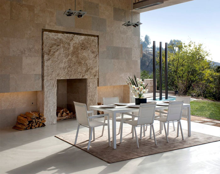 contemporary-furnishing-natural-indoor-outdoor-flow