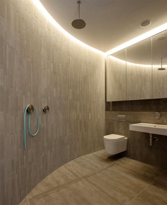 diffused-pool-lights-bathroom-interior
