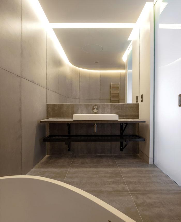loft-warehouse-style-apartment-bathroom-interior