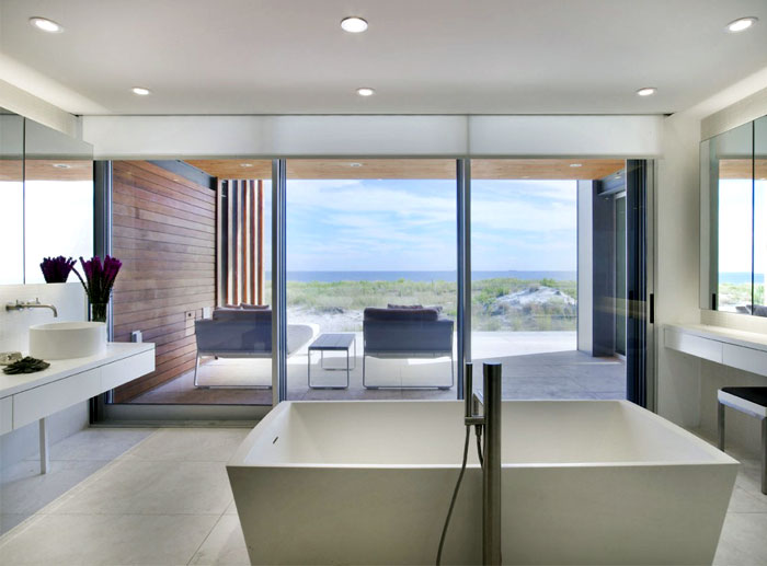 sea-house-strong-individuality-bathroom