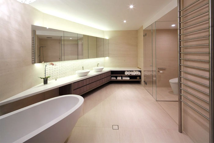 spacious-bathroom-water-glamor-luxury