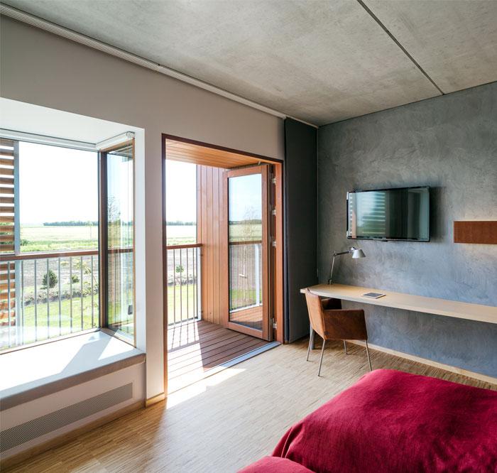 ecco-hotel-bedroom-decor