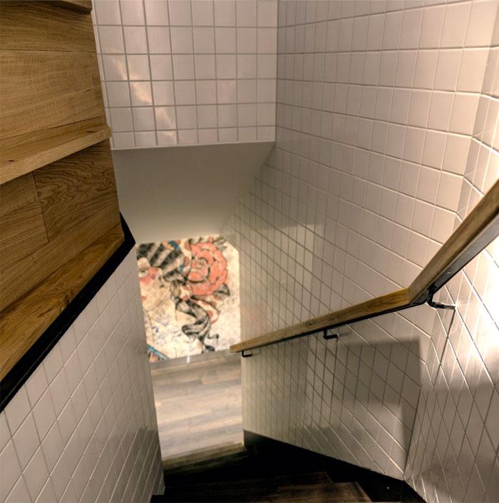 white-tiles-wall-decor