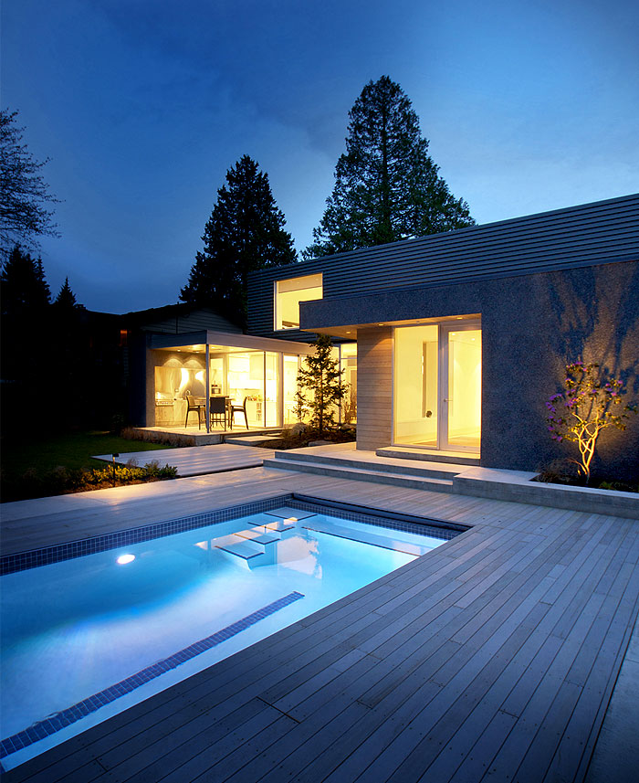 canadian-holiday-house-pool-area