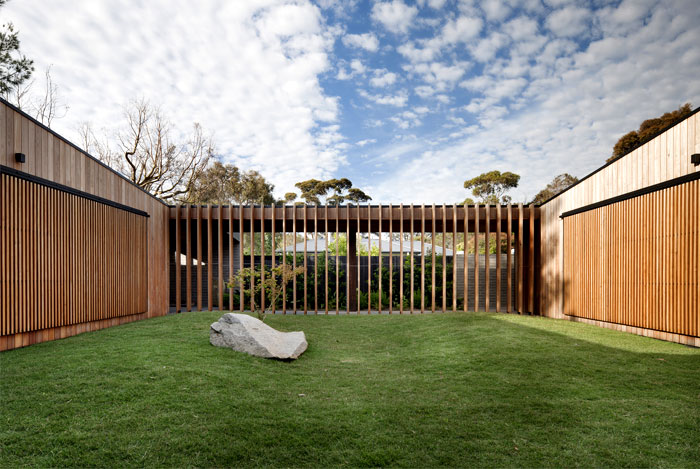 captivating-internal-focus-central-courtyard
