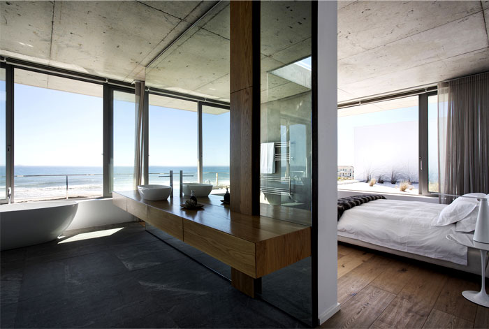 comfortable-modern-classic-bathroom