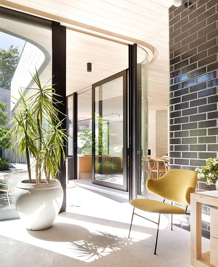 curved-glazed-wall