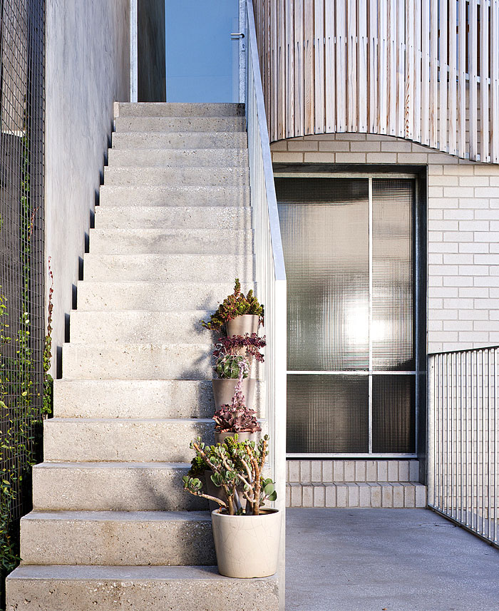 face-bricks-off-form-concrete