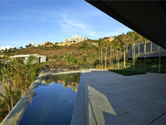 house-construction-harmonizes-landscape