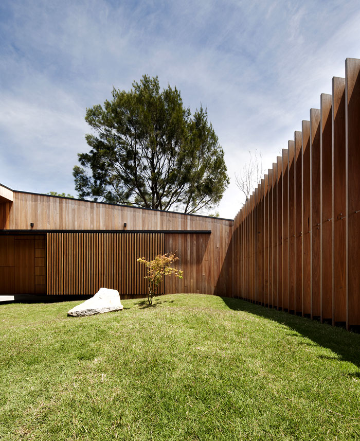 hover-house-central-courtyard