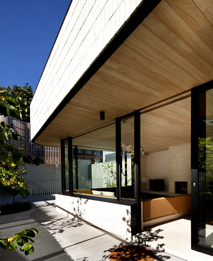 outdoor-space- wrap-around-home-living-spaces