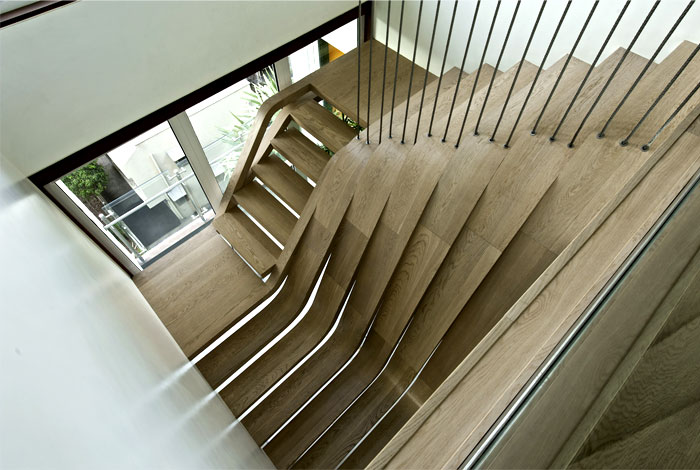 central-focal-art-point-wooden-staircase-1