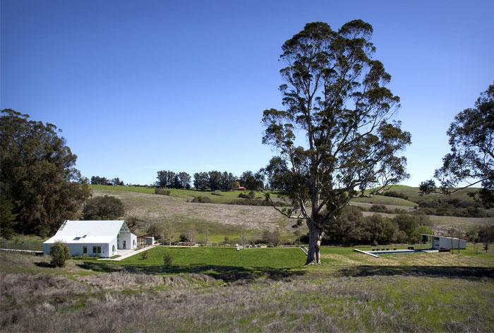 glass-barn-house-garden
