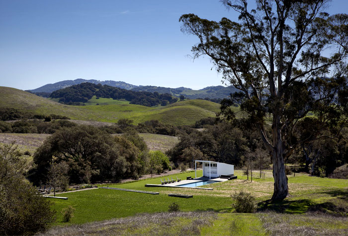glass-barn-house-outdoor