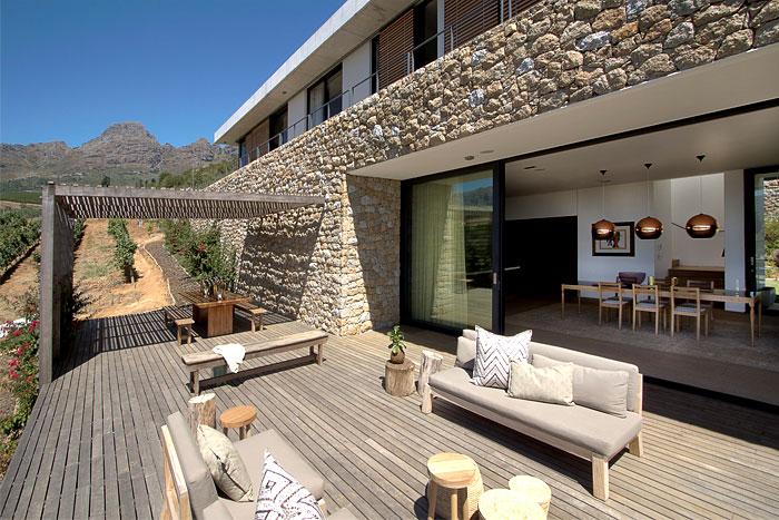 romantic-hillside-vineyard-villa-outdoor-dining-area